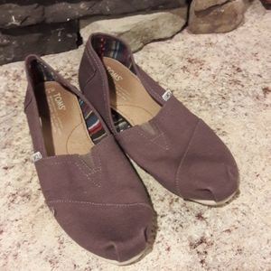 Womens sz 7.5 TOMS slip on shoes